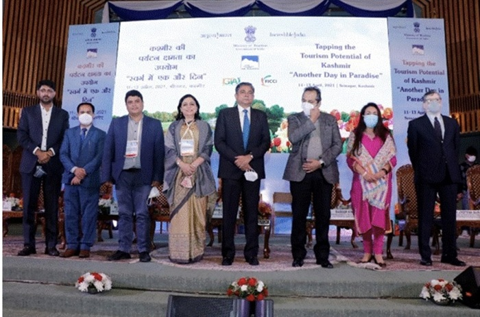 """Mega tourism advertising occasion """"Tapping the Potential of Kashmir: Another Day in Paradise"""" coordinated recently at Srinagar emphasizes tourism possibility of Jammu & Kashmir at a major manner"""
